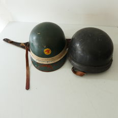 2 motorcycle helmets with manufacturer's mark of the Römer and Drax company