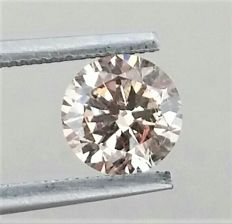 1.24 carat - VS2 clarity - Natural Fancy Champagne Round Brilliant Cut  -  Comes With AIG Certificate + Laser Inscription On Girdle