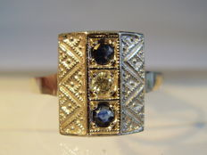 White gold Art Deco ring with blue, natural sapphires (0.30ct) and diamond (0.10ct) made around 1920/25