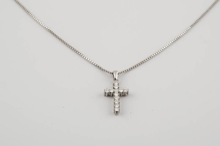 Venetian necklace with a Latin cross in white gold, with 12 brilliant-cut diamonds of 1 ct - Necklace size: 50 cm  - Cross size: 22 x 14 mm