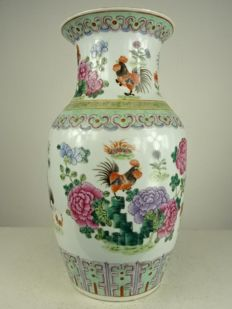 Porcelain vase with roosters decor - China - Republic period (1912-1949)