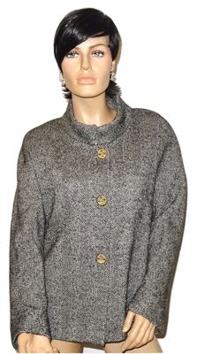 Chanel - Bouclé coat of wool with amazing buttons, Medium size