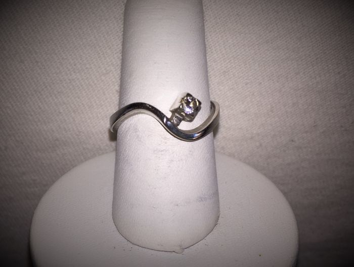 18 kt white gold ring with brilliant cut diamond - 17.5 mm