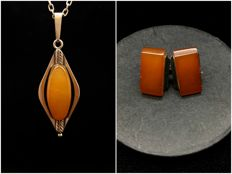 Natural vintage Baltic Amber cufflinks & pendant set old butterscotch colour beads, 18.1 g
