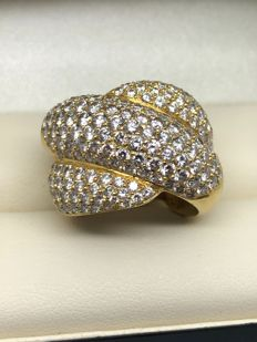 Pattern ring set with 4.61 ct of diamonds circa 2001.