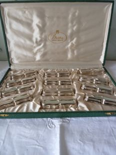 Superb set of silver plated knife holders, hallmarked and in their original case