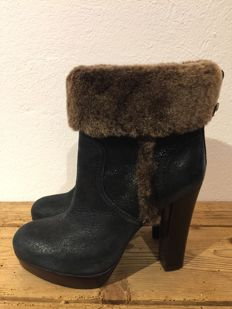 Tory Burch – Leather Plateau Booties with shearling fur