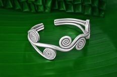 Vintage Silver 925 no. 3 Lines Bracelet Depicting Tribal Symbolism - Weight gr. 35,50 - The bracelet is handmade by experienced silversmiths.