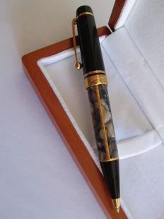 Montblanc Meisterstuck propelling pencil Alexandre Dumas, limited edition, (son signature) 1996. Very rare.
