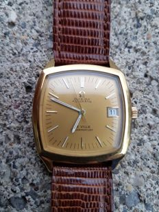 Omega De Ville Golden Mercury -- Case back with bayonet mount
