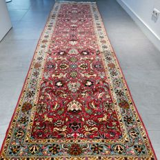 Magnificent Tabriz Mahi Persian runner with silk - 302 x 83 - with certificate - very good condition