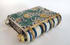 Book-shaped warmer - Caltagirone ceramics