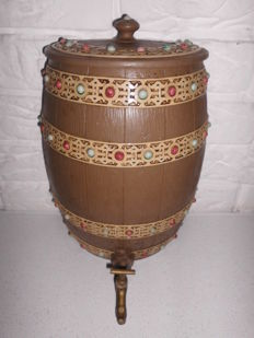 Super nice wall / schnapps keg of pottery of the brand by Villeroy Boch, very rare and special edition