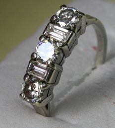 Riviera ring with high quality diamond 3 x 0.30 ct, G colour, No inclusions,