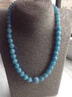 Aquamarine necklace, length 47 cm, with 18 kt (.750) white gold clasp
