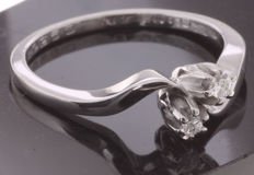 14 kt White gold wavy ring set with 0.08 ct brilliant cut diamond TW-VSI - size: 59