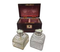 Wooden box with two glass vials with silver caps - England - ca. 1900/1910
