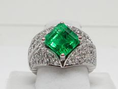 Diamond & Colombian Emerald Ring 7,00ct. International Gemological Institute Certified