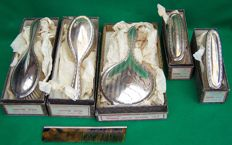A George V silver 5 piece vanity brush set in original maker's boxes  - Daniel Manufacturing Company - Birmingham - 1927-28