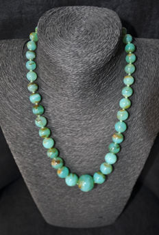 Dégradé chrysoprase necklace with 18 kt gold clasp