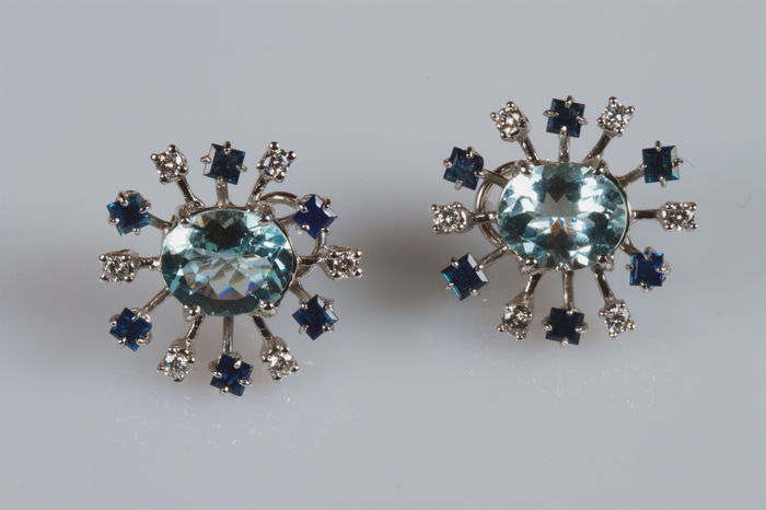 Earrings in 18 kt white gold with aquamarines, sapphires and diamonds - Earring dimensions: 2.5 x 2 cm
