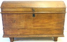 Oak blanket chest with bulbous lid - the Netherlands - 18th century