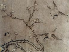 Antique hand-painted hanging scroll after Kusumi Morikage 久隅守景 (1620–1690) - 'Birds and ume tree' - sealed and signed - Japan - 19th century