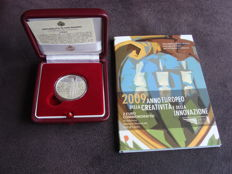 "San Marino - 2 Euro 2009 ""Creativity and Innovation"" + a silver 5 Euro coin 2010 ""Expo Shanghai"" (2 pieces)"