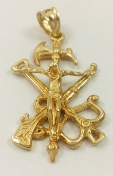 Cross of the Legion in 18 kt/750 yellow gold Weight: 5.30 g.