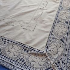 Fine white tablecloth with hand embroidery - Italy