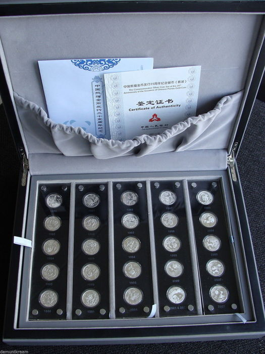 "China - Set ""The Chinese Panda 25th Anniversary Commemorative Silver Coin Set 1982–2007"" (25 pieces), in cassette"
