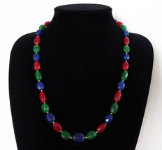 Necklace made of faceted emeralds, rubies and sapphires - Hallmarked 14 kt Gold clasp - Total length: 60 cm
