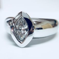 18 kt white gold solitaire ring, set with 1 marquise cut natural diamond of 0.35 ct, G-VS - Ring size 53/16.75 mm