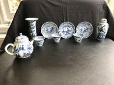 Lot of blue white porcelain - China - approx. 1700 (kangxi period)