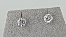 1.84  ct SI1 round diamond stud earrings 14 kt white gold