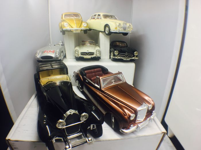 Bburago / Maisto / Solido - Scale 1/18-1/20 - Lot with 7 models: 3 x Mercedes-Benz 300, Jaguar, Bugatti Royale 1930 and Bentley S2 1961