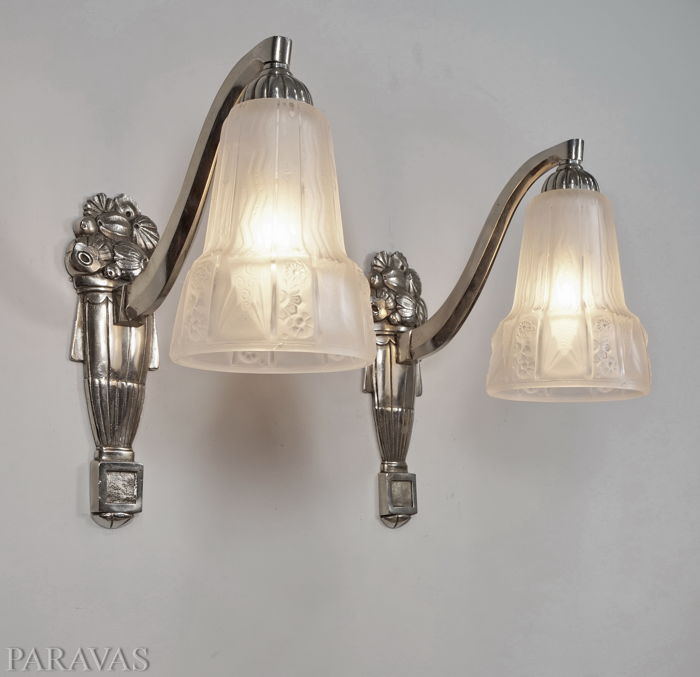 Muller & Fichet - pair of signed Art Deco wall sconces - nickeled bronze and moulded glass