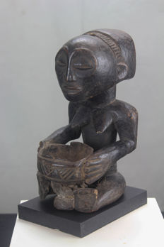 Old bowl bearer - HEMBA - D.R. Congo