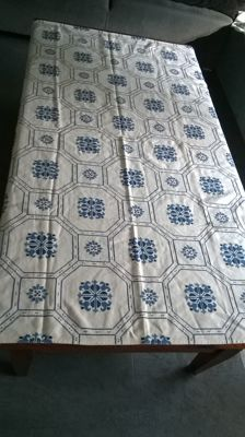 Beautiful cotton hand embroidered tablecloth very clean 135 x 140 cm.