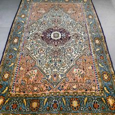 Magnificent old Qom Persian carpet with silk – 171 x 110  – with certificate.