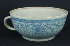 Extra large blue and white bowl with handle - China - mid 19th century