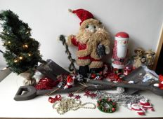 76 Christmas decorations, large doll of straw, 2 x spade with decoration, tree with lights, etc.
