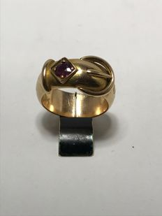 18 kt gold pillbox ring from 1879