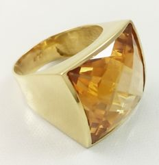 Stunning 18 kt (750/1000) yellow gold cocktail ring with topaz Weight: 16.90 g