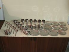 A gorgeous complete set with 31 perfect pieces - 6 cups, 6 stem glasses, 12 saucers, 6 cutlery, 1 sugar bowl