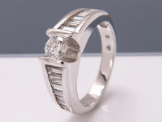 0.89 Ct modern solitaire diamond ring - 14kt white gold - Size 50 -  No Reserve!