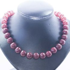 Necklace of Ruby with 18 kt Gold clasp - 46 cm