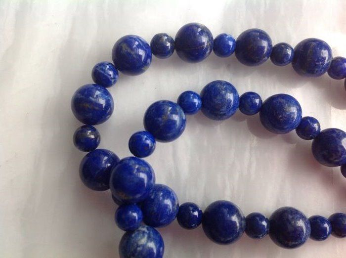 Necklace made of lapis lazuli with yellow gold, 18 kt / 750, length 51 cm – No reserve –