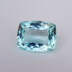 Aquamarine – Light greenish blue – 48.57 ct.
