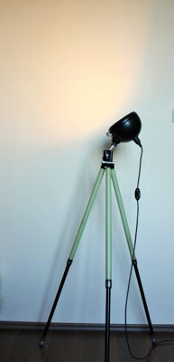 Desinger unknown - minimalistic style tripop lamp